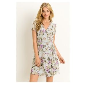 🌸NWT Light and airy floral wrap dress🌸 by Le Lis